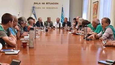 Cumbre. El gobernador Mariano Arcioni se hizo presente en el diálogo con los gremios para destrabar el conflicto en el sector de Salud.