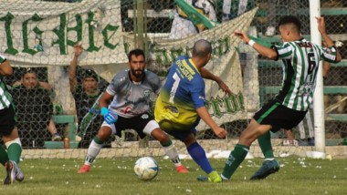 Con velocidad, Elvis Bahamonde le causó quebraderos de cabeza a la defensa de Germinal. Su rol fue clave en el 1-1 logrado por Belgrano.
