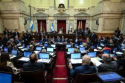 El Senado aprobó por unanimidad el proyecto enviado por el Gobierno, en medio del a gira del Presidente en busca de apoyo.