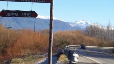 El desafortunado hecho se produjo en una zona alejada de la Comarca Andina. Aguardan que mejore.