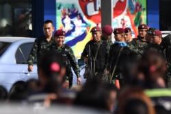 Un sargento del ejército tailandés mató a 20 personas, dejó 31 personas heridas y mantuvo rehenes en el centro comercial Korat.