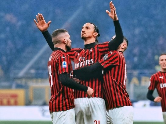 """""""Ibra"""" convirtió un gol y asistió en el primero pero no le alcanzó a Milan."""