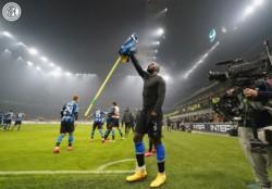 Lukaku convirtió el cuarto. Gran muestra de carácter del Inter que lo remontó y pelea el Scudetto.