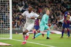 Con este noveno gol Lucas Ocampos iguala la liga más goleadora de su carrera (Olympique de Marsella 17/18).