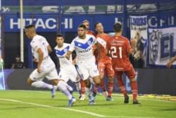 Maxi Romero y Thiago Almada fueron los autores de los goles, con dos asistencias de Centurión.