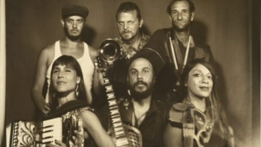 """Banda. El grupo argentino """"La Fanfarria del Capitán"""" musicaliza """"La Casa de Papel"""" con el tema """"Bella Ciao""""."""