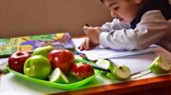 Deliciosas manzanas para los educandos... (foto gentileza diario Río Negro).