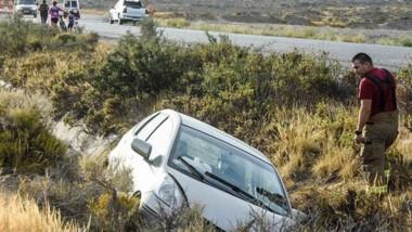 El automóvil, un Honda Fit, quedó dentro del zanjón lateral de la ruta y su conductora fue rescatada.