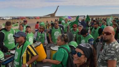 Ruta 3. La protesta por parte de los dirigentes de ATE en el ingreso a Trelew, a la altura del Dinosaurio.