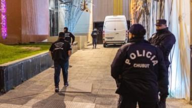 Control en el sur. El personal municipal de Comodoro junto con la Policía efectuó severos operativos durante las noches del fin de semana.