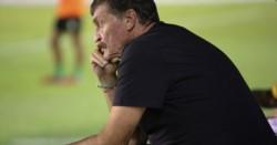 Falcioni mostró su molestia por la no suspensión de los partidos de la Copa de la Superliga y disparó contra Agremiados y el Sindicato de los técnicos.
