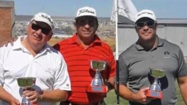 Los ganadores del torneo, en el campo del Puerto Madryn Golf Club.