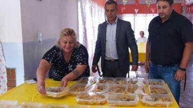 Contención. Los abuelos recibieron comida en sus domicilios.