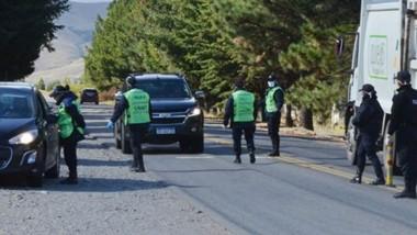 Los intensos controles llevados adelante por el persona de la Policía del Chubut sobre el ingreso a la ciudad de Esquel.