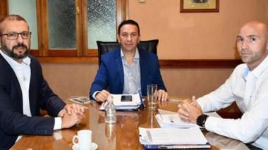 El intendente Adrián maderna recibió en su despacho al titular de la Cooperativa, Fabricio Petrakoski.