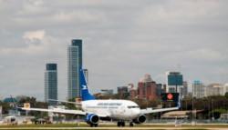 Esta madrugada arribaron al país cuatro de los cinco últimos vuelos regulares provenientes de las zonas de riesgo, tras el cierre de fronteras.