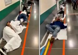 Un video difundido en las redes sociales muestra a varios enfermos tirados en el suelo en las urgencias del Hospital Infanta Leonor de Vallecas, en Madrid.