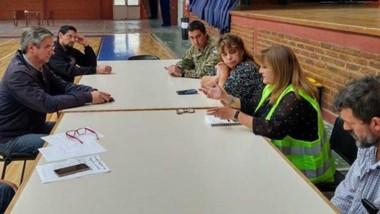 Ongarato y otras autoridades,  los participantes de la reunión.