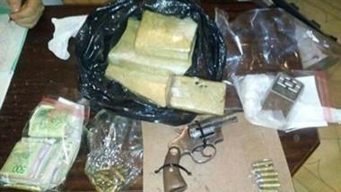 En los allanamientos se encontraron droga para su comercialización, armas de fuego y dinero en efectivo.