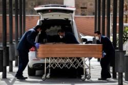 Muertes por covid-19 en España superan las 4.000 en España.