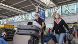 Un hombre ocultó sus síntomas de coronavirus, se subió a un avión y se descompensó en vuelo desde Madrid.