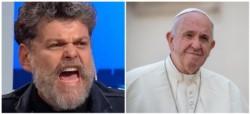 El humorista comentó con dureza un mensaje del sumo pontífice en la red social.