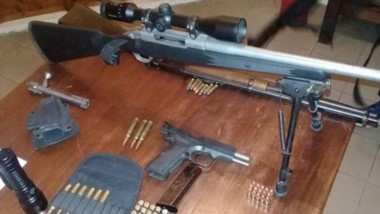 Un fusil, una carabina y una poistola 9 mm. fueron secuestradas. Imputación por incumplir el aislamiento.