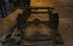 La policía salió a perseguirlo. En la fuga, el violento resbaló y murió incrustado con los hierros de un carro.