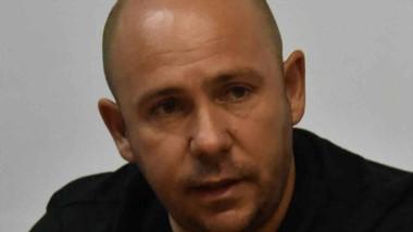 Gustavo Sastre anunció la disponibilidad de la nueva línea telefónica.