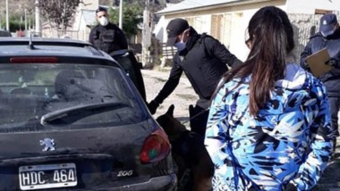 Tanto el estupefaciente como el auto fueron incautados. Actuó la división Drogas y  la Policía patrimonial.