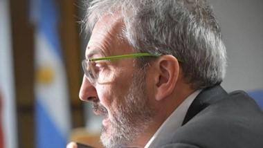 """""""Lo único que podemos hacer para prevenir es quedarnos en casa"""", pide el ministro Puratich."""