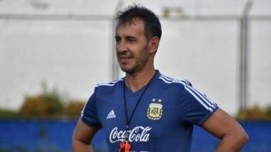 Tapia se reunió esta tarde con Fernando Batista para sellar su continuidad en la estructura juvenil.