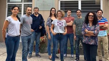 Sandra Goñi junto a su equipo. La viróloga contó el trabajo que desarrollarán para llevar adelante diagnósticos de laboratorio.