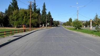 En las calles de la ciudad de Esquel, la circulación vehicular es prácticamente nula.