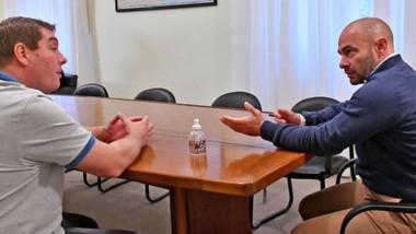 El intendente de Rawson, Damián Biss, junto a Federico Massoni. Se suman nuevas medidas de prevención por el coronavirus en las rutas de ingreso a la capital de la provincia.