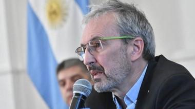 """""""Nosotros vamos a decir quiénes se tienen que vacunar y en qué momento"""", dijo el ministro Puratich."""