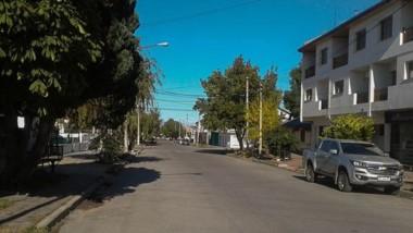 La actividad vehicular y peatonal fue mínima ayer en Esquel, fruto de la cuarentena y el feriado.
