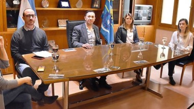 Maderna junto al equipo del Hospital brindaron una conferencia por las donaciones realizadas.
