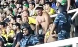El debut de Defensa en la Libertadores quedó empañado por un hincha inadaptado que realizó gestos racistas.