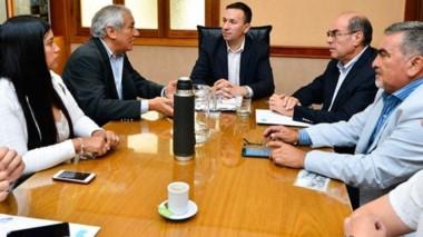 Diálogo. Los referentes patagónicos le explicaron al jefe comunal la idea del Corredor para el sur.