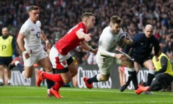Inglaterra sigue en carrera tras vencer a Gales.