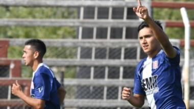 Gonzalo Chiquichano celebra tras haber conquistado el primer gol de la jornada en el Cayetano Castro.