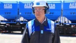 Guillermo Nilsen, el presidente de la petrolera nacional, vestido para la ocasión.