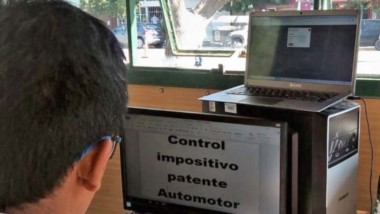 Al detalle. En Gaiman se controlaron 25 vehículos y se detectó una deuda global de 180.000 pesos.