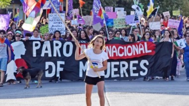 Marcha por todas. Ayer se conmemoró el Día Internacional de la Mujer en Trelew. Hoy habrá concentración en Rawson y paro general de mujeres.