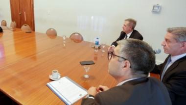 El gobernador Arcioni mantuvo una videoconferencia con intendentes, autoridades del Ente Regulador, cooperativas y Luz y Fuerza.