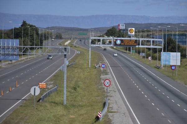 Las autopistas y rutas de Córdoba, que la vinculan dentro del territorio provincial y con el resto del país, mantienen un tráfico escaso.
