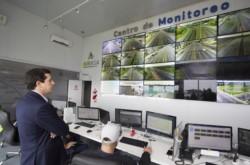 El ministro del Interior Wado De Pedro supervisa el funcionamiento del Centro de Control de tránsito.