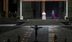 El Vía crucis en soledad del Papa Francisco.