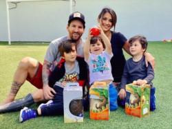 La Pulga compartió en su cuenta de Instagram una foto con su marido, sus hijos y los clásicos huevos de chocolate.